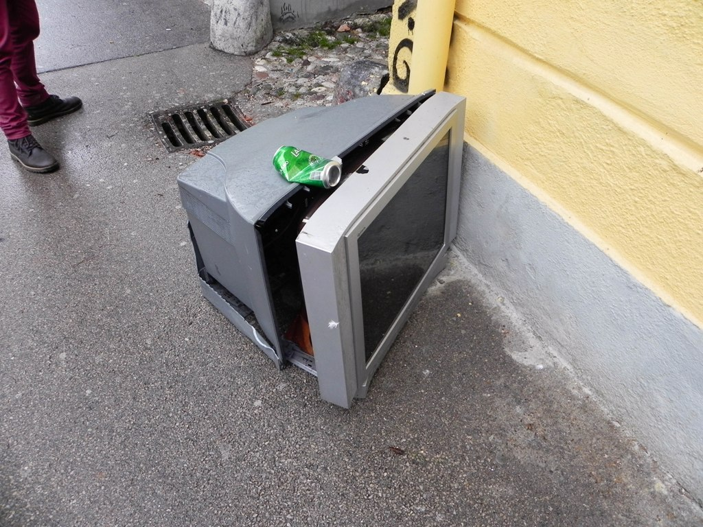 Sightseeing in Ljubljana - Laško beer and a broken TV
