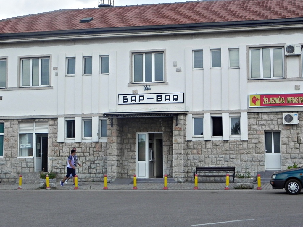 Bar train station