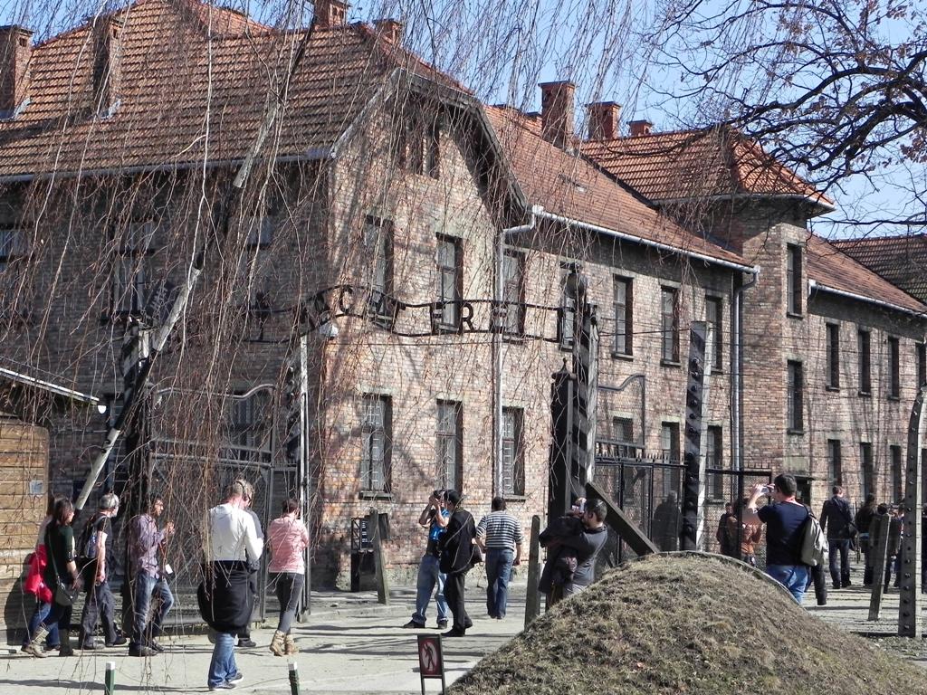 Auschwitz entrance 2